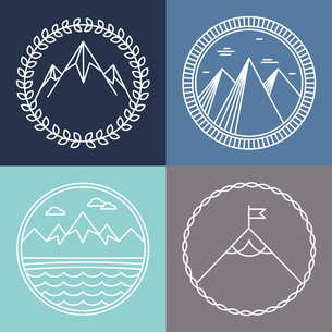 Vector mountain logos and emblems in outline style - abstract design elements and round badgesのイラスト素材 [FYI03084699]