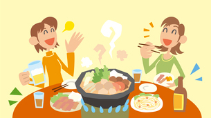 鍋をはさんで食事とお酒を楽しむ2人の女性のイラスト素材 [FYI03102233]