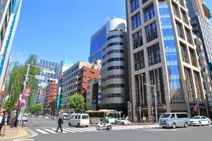 新橋駅日比谷口前交差点   東京都の写真素材 [FYI03103557]