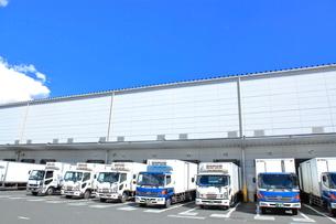 保冷倉庫のトラック  東京都の写真素材 [FYI03104607]