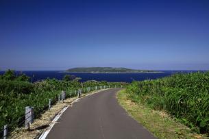 焼尻島から見える天売島の写真素材 [FYI03105862]