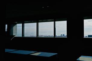 窓から望む神戸の街の写真素材 [FYI03114080]