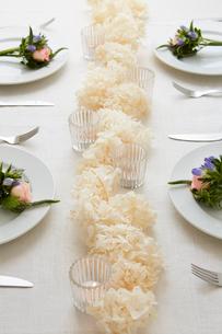 ドライフラワーや生花を使ったテーブルコーディネートの写真素材 [FYI03114815]