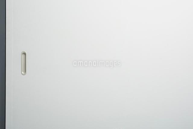 白い引き戸の写真素材 [FYI03114854]