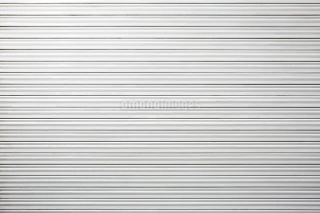 白いシャッターの写真素材 [FYI03114861]