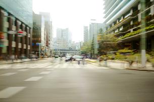 街並 走行車両よりの写真素材 [FYI03114932]