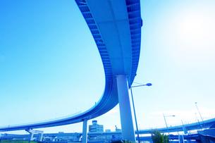 高速道路と太陽の写真素材 [FYI03114944]