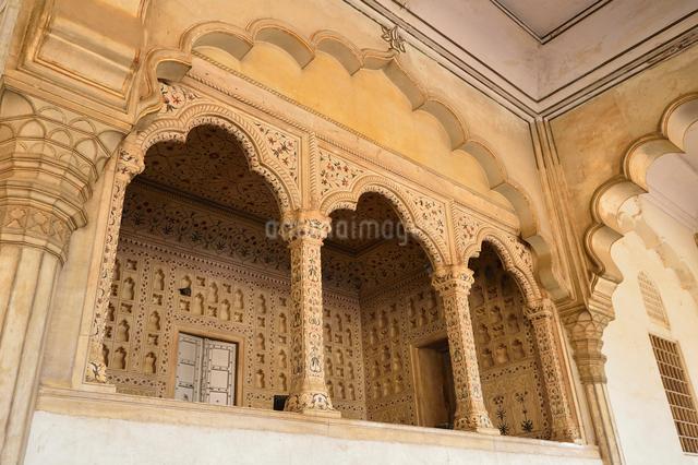 世界遺産アグラ城の宮殿内の装飾の写真素材 [FYI03114983]