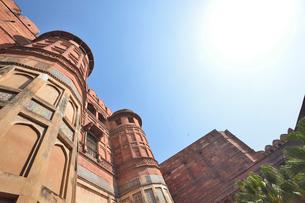 世界遺産のアグラ城のアクバル門の写真素材 [FYI03115018]