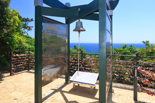 江の島 恋人の丘にある龍恋の鐘の写真素材 [FYI03115594]