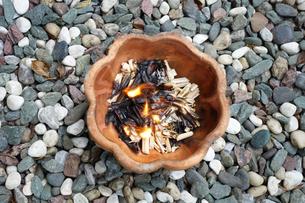 お盆の迎火の写真素材 [FYI03115620]