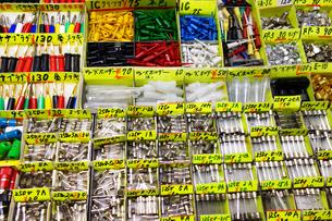 秋葉原電気街の電子部品小売店の写真素材 [FYI03115621]