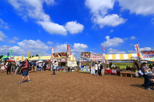 座間 ひまわり祭の模擬店の写真素材 [FYI03115723]