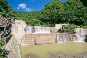 苗名滝への遊歩道の写真素材 [FYI03115885]