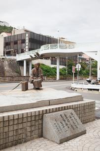 文学の町尾道の林芙美子像の写真素材 [FYI03115937]