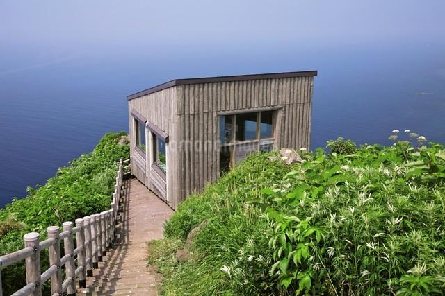 天売島の海鳥観察舎の写真素材 [FYI03116001]