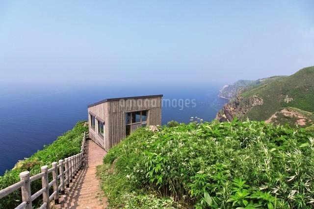天売島の海鳥観察舎の写真素材 [FYI03116007]