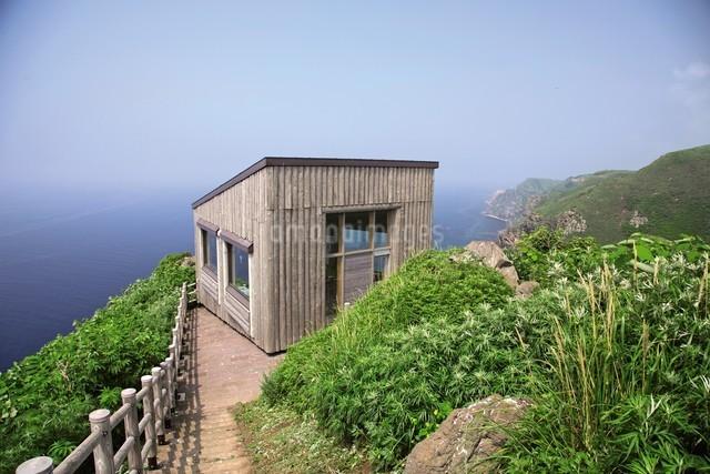 天売島の海鳥観察舎の写真素材 [FYI03116018]