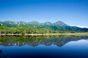 初夏の知床一湖の写真素材 [FYI03116431]