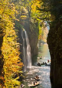 黄葉映える真名井の滝の写真素材 [FYI03116694]