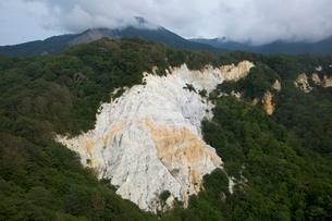 白い岩肌がむき出しの日本キャニオンの写真素材 [FYI03116812]