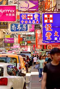 カラフルな香港の街並みの写真素材 [FYI03117729]