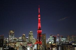 開業60周年の特別イルミネーションにライトアップされた東京タワーの写真素材 [FYI03117836]