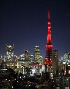 開業60周年の特別イルミネーションにライトアップされた東京タワーの写真素材 [FYI03117847]