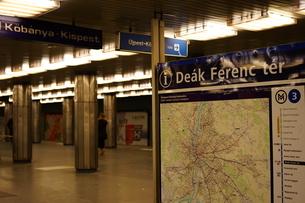 ブダペスト デアークフェレンツ広場駅の写真素材 [FYI03117871]