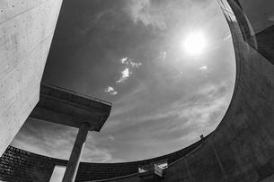 時間を忘れ直線美と曲線美とを楽しむ淡路夢舞台の写真素材 [FYI03118157]