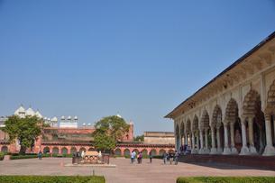 世界遺産アグラ城公謁殿と真珠モスクの写真素材 [FYI03119591]