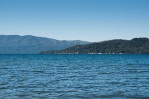 青い静かな湖の写真素材 [FYI03119729]