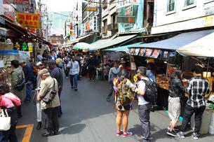 築地場外市場の写真素材 [FYI03120122]
