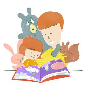 動物たちと一緒に絵本を読む親子の写真素材 [FYI03120156]