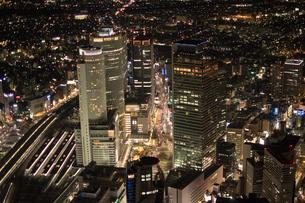 夜景空撮 名古屋駅 周辺の写真素材 [FYI03120248]