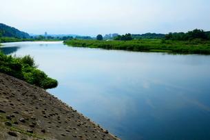 多摩川中流域の流れの写真素材 [FYI03120361]