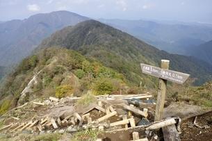 檜洞丸から熊笹ノ峰への尾根の写真素材 [FYI03120416]