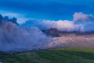 阿蘇山の噴火の写真素材 [FYI03120501]