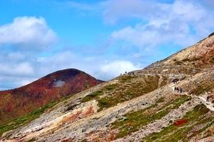 那須日の出平からの登山道の写真素材 [FYI03121048]