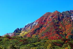 紅葉の那須朝日岳と剣ヶ峰の写真素材 [FYI03121049]