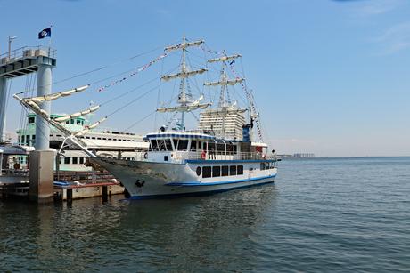 停泊中の帆船の写真素材 [FYI03121055]