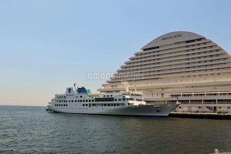 埠頭に接岸した船の写真素材 [FYI03121062]