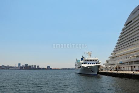 港に接岸した船の写真素材 [FYI03121065]