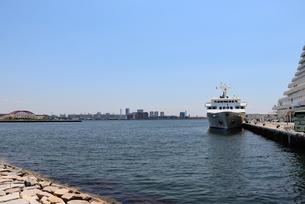 港に接岸した船の写真素材 [FYI03121066]