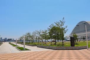 海辺の洋風公園の写真素材 [FYI03121068]
