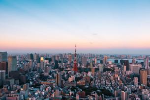 夕暮れの東京都心の写真素材 [FYI03121243]
