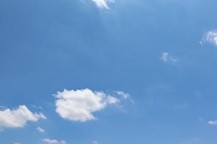 晴れの日の青空の写真素材 [FYI03121394]