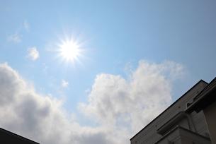 照りつける太陽の写真素材 [FYI03121402]