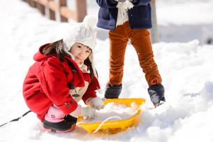 雪山の子供の写真素材 [FYI03121441]