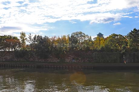 秋の大阪城公園の写真素材 [FYI03121599]